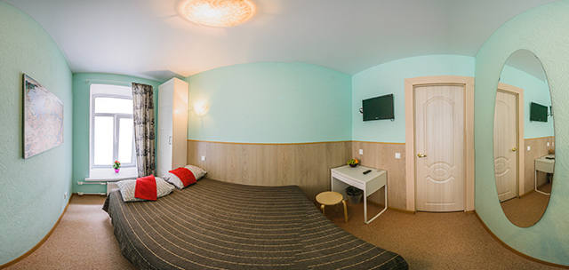 двухместный номер с большой двуспальной кроватью